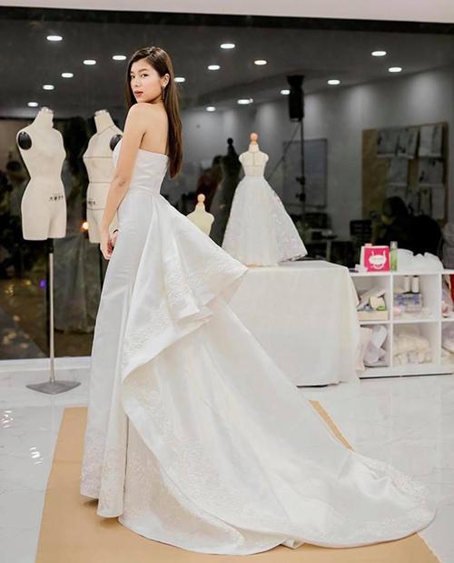 Đồng Ánh Quỳnh thả thính fan bằng bức hình diện váy cưới tuyệt xinh.