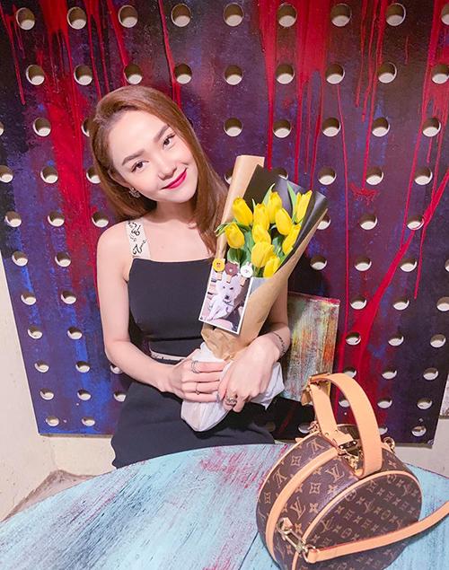 Minh Hằng tiết lộ tulip là loài hoa cô yêu thích nhất.