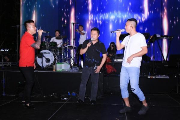 Sự xuất hiện của các thành viên nhóm Quả Dưa Hấu -Bằng Kiều, Tuấn Hưng, Tú Dưa tại buổi tậpkhiến khán giả thích thú và thêm mong chờ đến đêm nhạc chính thức.