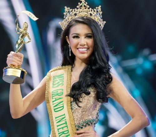 Ariska Putri Pertiwi - người đẹp Indonesia là nhan sắc châu Á đầu tiên đăng quang Hoa hậu Hòa bình Quốc tế. Ở thời điểm năm 2016, khi đăng quang, cô vừa tròn 22 tuổi, sở hữu chiều cao 1m73 cùng thân hình quyến rũ. Người đẹp này còn mang lại tầm vóc cho cuộc thi Hoa hậu Hòa bình khi trong cùng năm, cô giành giải thưởng Hoa hậu của các hoa hậu do Global Beauties - chuyên trang nhan sắc hàng đầu thế giới bình chọn.