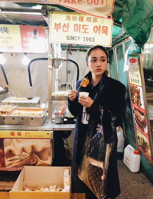 Thiên Nga tự nhận mình ăn như heo trong chuyến du lịch Hàn Quốc.