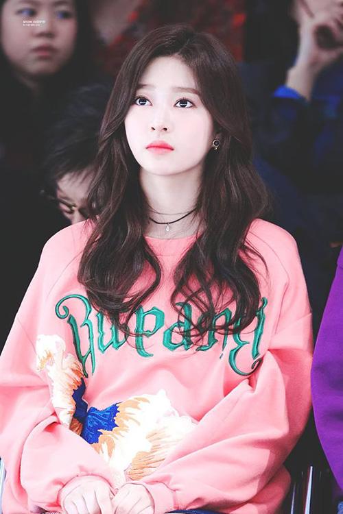 Những nhan sắc đang lên khiến cộng động fan Kpop chú ý - 4