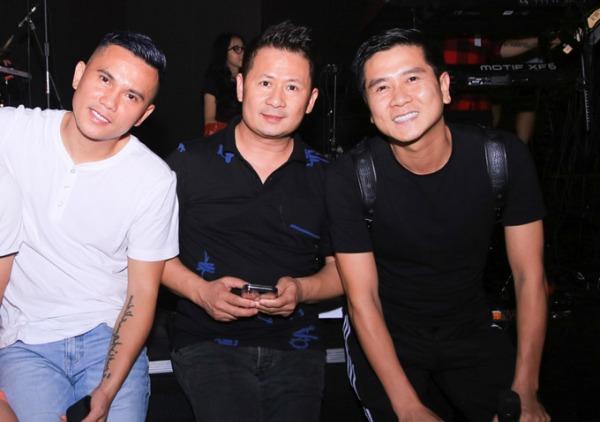 Nhạc sĩ Hồ Hoài Anhra Hà Nội đảm nhận phần sản xuất cho liveshowCám ơncủa Tuấn Hưng.