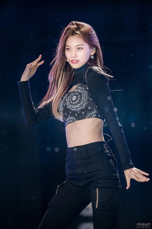 Những nhan sắc đang lên khiến cộng động fan Kpop chú ý - 2