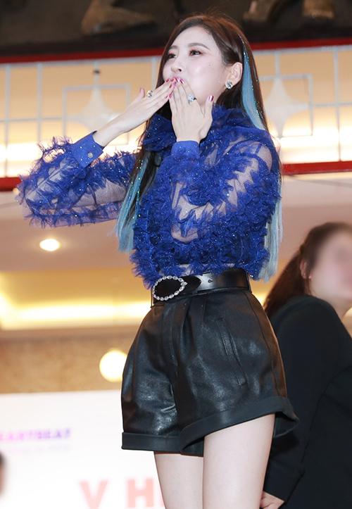 Sunmi đang yêu, Seventeen cool ngầu đốn tim fan trong buổi fan sign - 3
