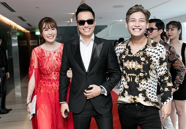 Vốn có quan hệ thân thiết với SunD nên cả hai dành thời gian bay từ Hà Nội vào Sài Gòn để chúc mừng đàn em.