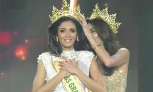 Tân Hoa hậu Clara Sosa nói 'tôi cần bác sĩ' trước khi ngã lăn ra đất