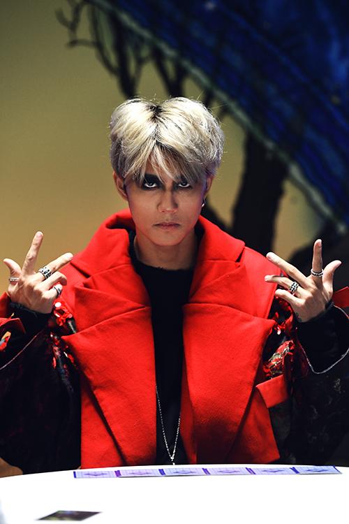 Vẻ điển trai của học trò Tóc Tiên vừa debut trong mùa Halloween - 7