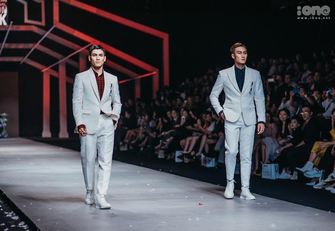 <p> Ngoài các mẫu áo choàng phá cách, Hoàng Minh Hà cũng giới thiệu những mẫu vest, sơ mi, áo khoác đi theo phong cách lịch lãm truyền thống, được trình diễn bởi các hot boy bước ra từ The Face, Vietnam's Next Top Model...</p>