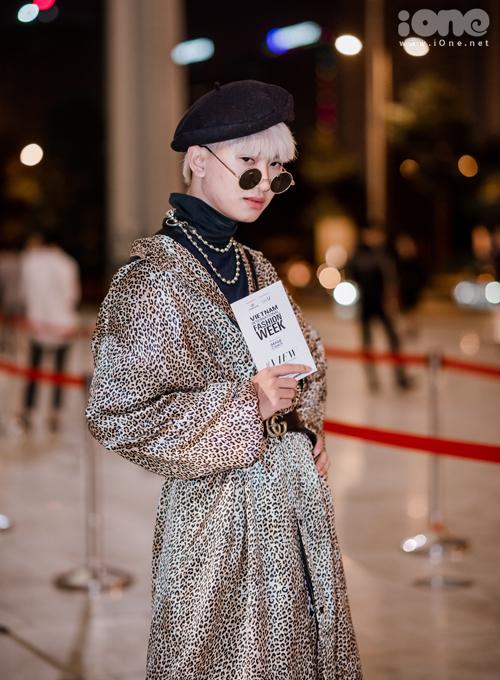 Quỳnh Búp bê bất ngờ diễn catwalk, khoe nhan sắc sau 1 tháng dao kéo - 9