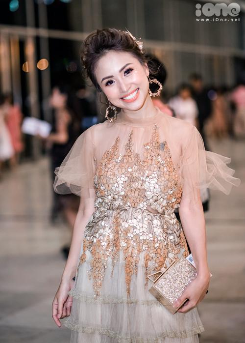 Vân Hugo là khách mời quen thuộc mỗi kỳ Vietnam International Fashion Week ở Hà Nội.