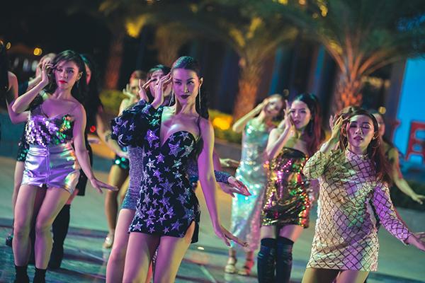 Trong MV, Đông Nhi giới thiệu động tác vũ đạo truyền thái y dựa theo câu chuyện của bài hát hứa hẹn gây sốt trong thời gian tới sau động tác vũ đạo trong Cô Ba Sài Gòn.