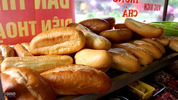 <p> Quán bánh mì bình dân của cô Minh mở cửa cũng được hơn chục năm nhưng lúc nào cũng đông khách.</p> <p> </p>