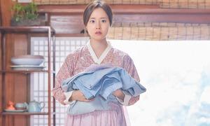'Tiên nữ' Moon Chae Won mải miết tìm chồng để đòi lại quần áo trong phim mới