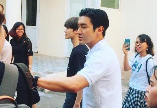 Siwon xuất hiện với ngoại hình điển trai.