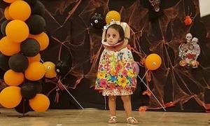 Cô bé Philippines hóa trang thành ma không đầu ngộ nghĩnh