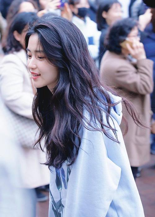 Girlcrush hàng đầu xứ Hàn Kim Tae Ri sinh năm 1990