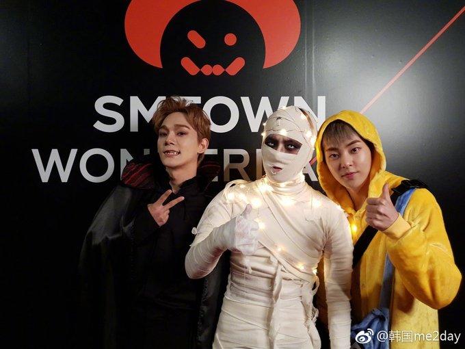 <p> Các thành viên EXO cũng góp vui với nhiều màn cosplay xuất sắc. Chen là bá tước ma cà rồng, Xiu Min diện đồ Minion dễ thương, Baek Hyun chỉ để hở đôi mắt với bộ đồ xác ướp.</p>