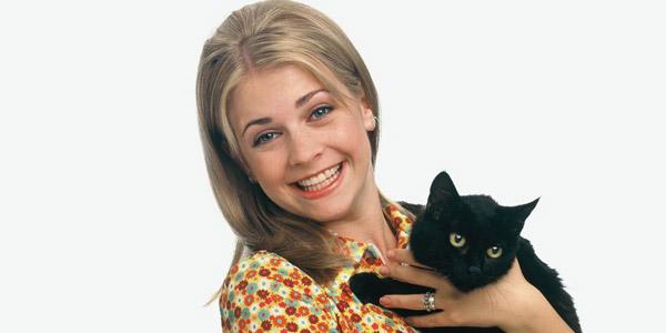 Cô bé Sabrina và chú mèo Salem quen thuộc với nhiều khán giả.