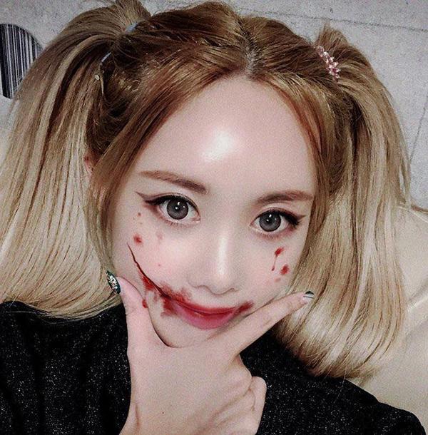 Ngay cả chị lớn của T-Ara cũng theo trào lưu hóa trang bằng app làm đẹp đang thịnh hành tại Hàn, vừa tiện mà cũng không khác gì make-up thật.