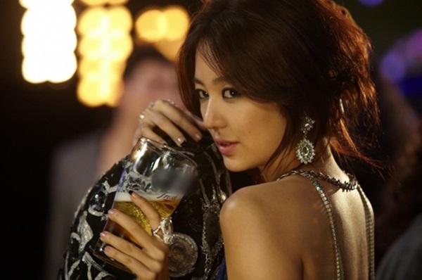 Người đẹp trong một MV quảng cáo nổi tiếng đóng cùng 2PM năm 2009.