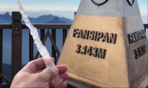 Băng giá xuất hiện trên đỉnh Fansipan, giới trẻ rủ nhau lên lịch du hý
