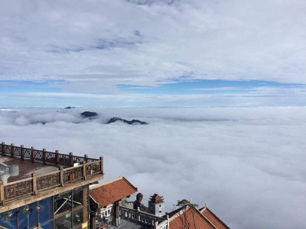 Theo trung tâm Khí tượng thủy văn Trung ương, thị trấn Sapa (cao 1.600m so với mực nước biển) lạnh 9 độ. Nguyên nhân nhiệt độ xuống thấp là từ hôm 30/10, không khí lạnh tràn về