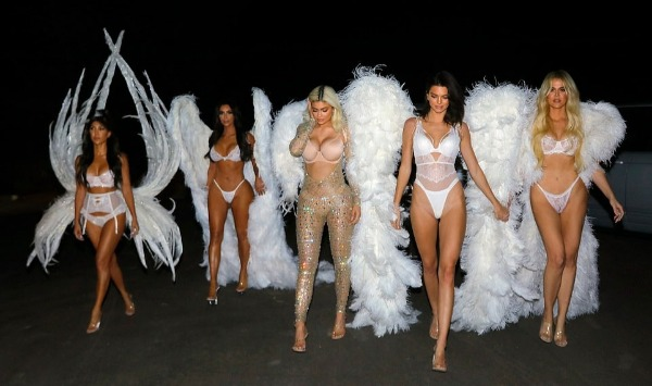 5 chị em nhà Kardashian hóa thiên thần trong đêm Halloween.
