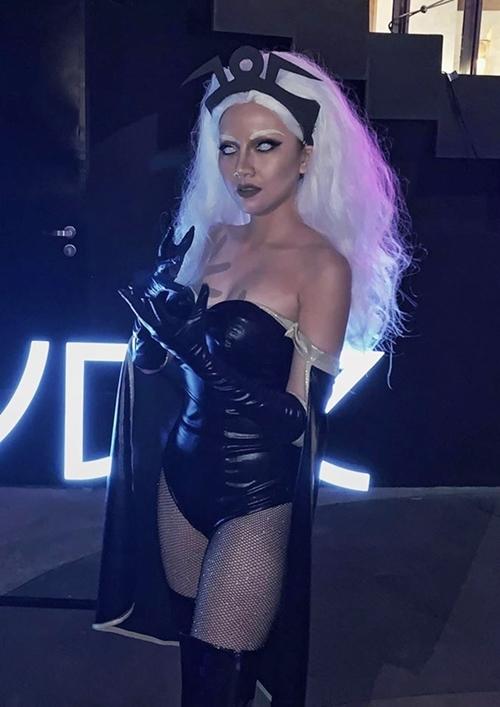 Băng Di tiếp tục chứng minh là nữ hoàng cosplay mùa Halloween khi có thêm một tạo hình ấn tượng nữa.