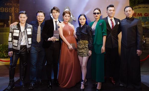 Dàn sao Việt xúng xính xem phim đúng ngày Halloween