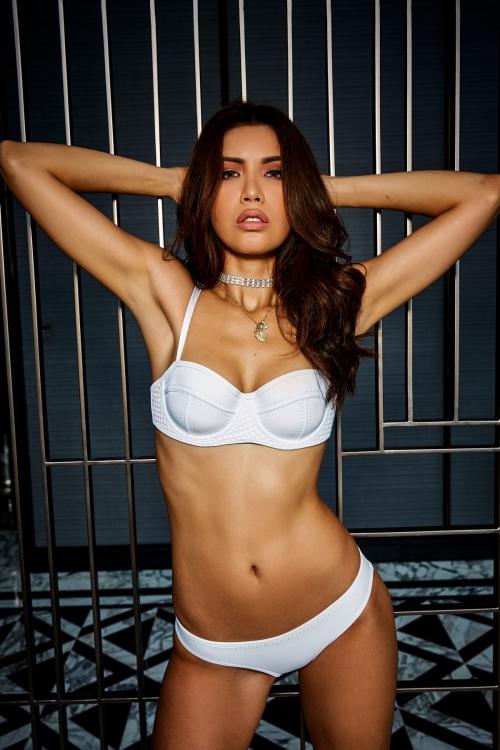 Minh Tú nổi tiếng là người mẫu có phong cách sexy, táo bạo.