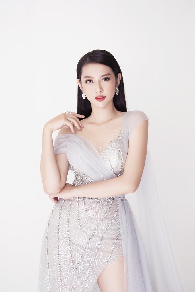 <p> Vẻ sắc sảo tựa nữ thần của đại diện Việt Nam tại Miss International 2018.</p>