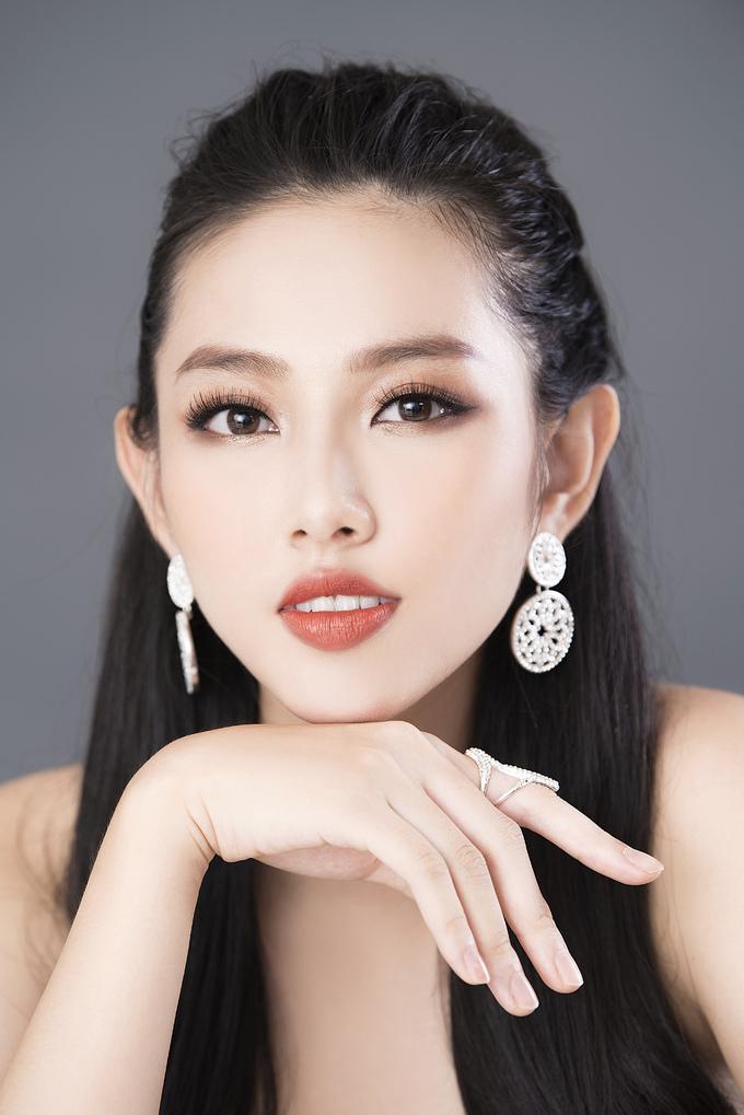 <p> Ảnh: Mon, Make up: Trần Hoàng Nghĩa.</p>
