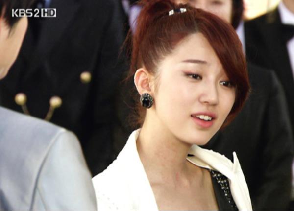 Năm 2009, Yoon Eun Hye trở lại màn ảnh nhỏ với My Fair Lady. Có thể thấy nữ diễn viên rất chịu khó thay đổi hình tượng.