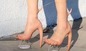 Bốt chân trần 'người ngoài hành tinh' giá 10.000 USD
