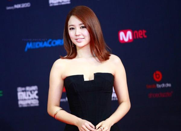 Yoon Eun Hye tại lễ trao giải MAMA 2011 tại Singapore.