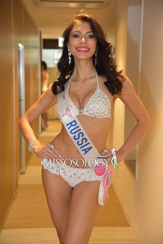 <p> Chất lượng thí sinh Hoa hậu Quốc tế năm nay bị đánh giá đi xuống. Nhiều thí sinh để mất điểm với body thiếu săn chắc, gương mặt thiếu cân đối. Trong hình là đại diện Nga - Galina Lukina. Cô bị đánh giá quá già nua so với tuổi 26.</p>