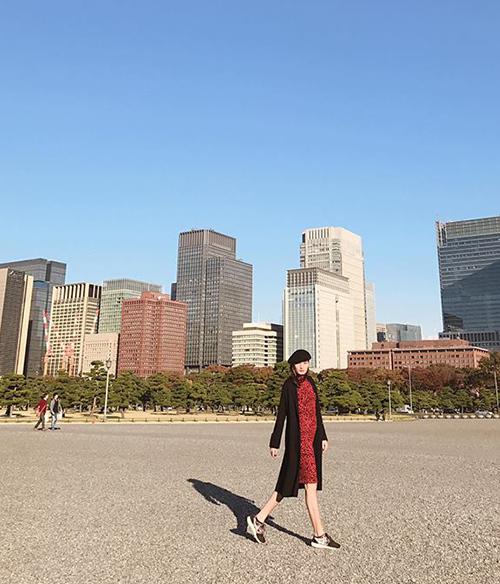 Lê Thúy tung tăng trên đường phố Nhật Bản.