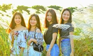 Đồng cỏ lau rợp trời hút giới trẻ Đà Nẵng đến pose hình
