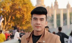 'Anh Bo' Đan Trường khoe vẻ đẹp không tuổi ở trời Âu