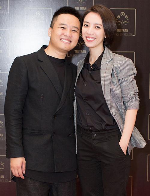 Diễn viên hài Thu Trang cũng là người chị thân thiết với chuyên gia make up Trí Trần. Dù đang bận rộn với dự án phim điện ảnh do hai vợ chồng sản xuất nhưng hoa hậu hài vẫn tranh thủ thời gian để đến chúc mừng.