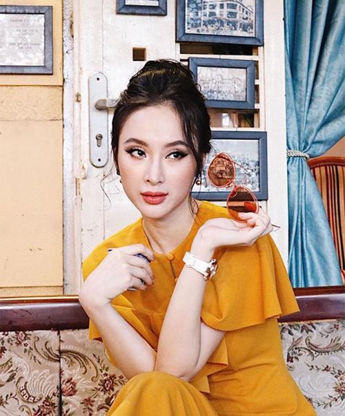 Angela Phương Trinh đầy quyến rũ với cách trang điểm kiểucổ điển.