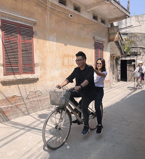 Trương Quỳnh Anh cùng Hamlet Trương có chuyến vi vu ở Hà Nội.