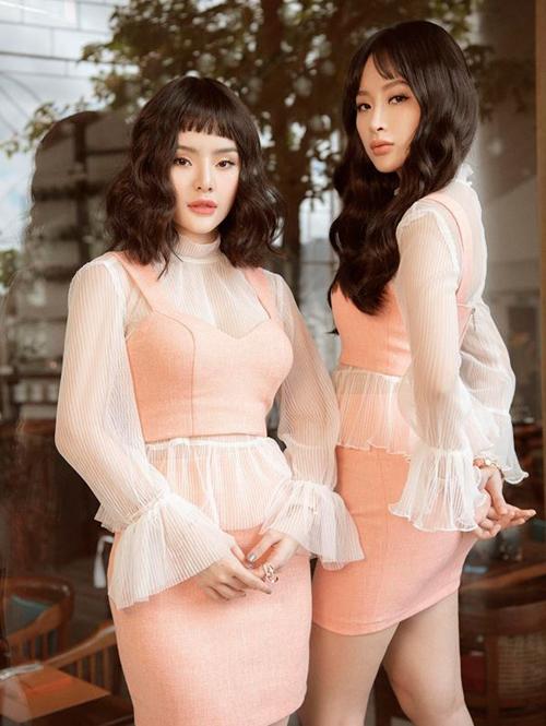 Không cần trang phục đắt đỏ, hai cô nàng trông vẫn đầy sang chảnh.