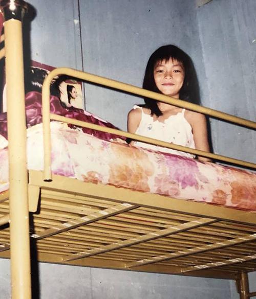 Mâu Thủy từ lúc còn là một cô nhóc đã rất xinh xắn, lém lỉnh.