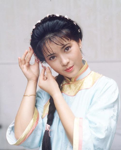On.cc - trang giải trí hàng đầu Trung Quốc đánh giá ngoại hình của Lam Khiết Anh phù hợp đóng cả phim cổ trang lẫn hiện đại.