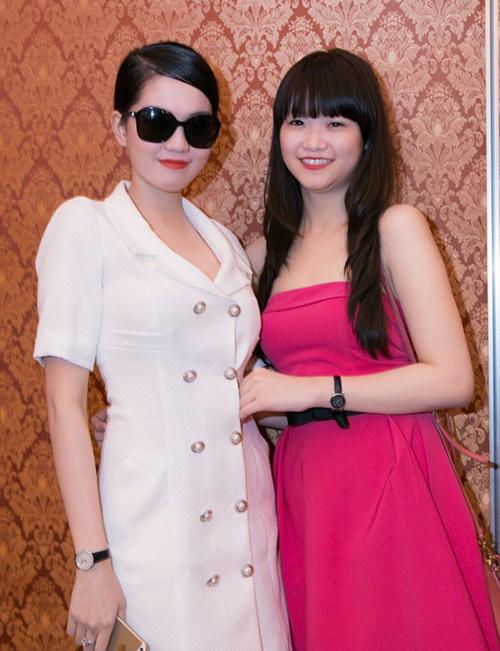 Phương Khánh thường xuyên cùng đàn chị tham dự các sự kiện.Trước đó, mặt My đầy mụn và chả biết làm đẹp gì cả, thậm chí lúc lớp 9 My còn nặng đến 65kg.