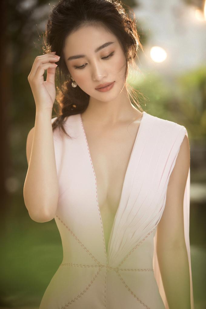 <p> Thoát khỏi hình ảnh của một hot girl, Jun Vũ ngày càng lột xác với vẻ ngoài thanh lịch, sang trọng.</p>