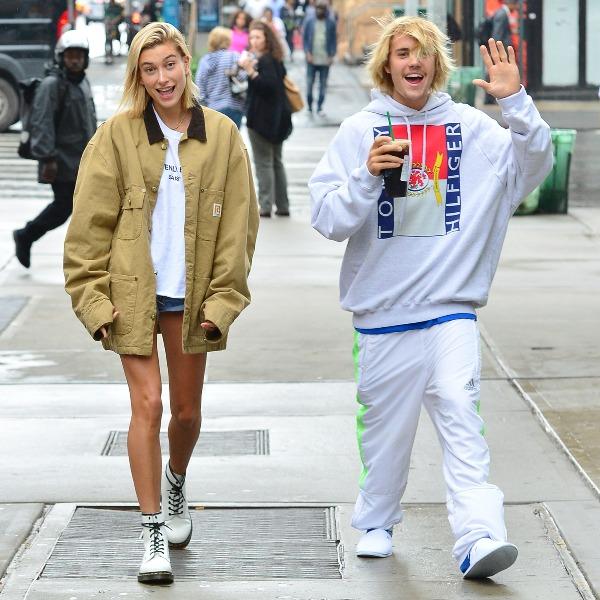 Mùa hè 2018, sau khi tái hợp Hailey Baldwin, Justin luôn công khai xuất hiện cùng bạn gái trong tình trạng vui vẻ, phấn khích.