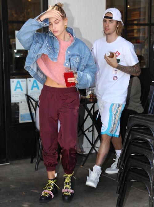 Thời gian gần đây, các fan Justin cònđặt ra giả thuyết nam ca sĩđang mắc chứng bệnh rối loạn tăng động (ADHD - Attention Deficit Hyperactivities Disoder). Nguyên nhân chính gây ra bệnh là do áp lực vì công việc và chịu những tổn thương, sang chấn tâm lý vì tình cảm, gia đình trong hơn một năm qua. Trong đó, không thể phủ nhận những tác động sâu sắc của cuộc tình đổ vỡ với Selena cũng là một nguyên nhân khiến Justin bất ổn về tâm lý.